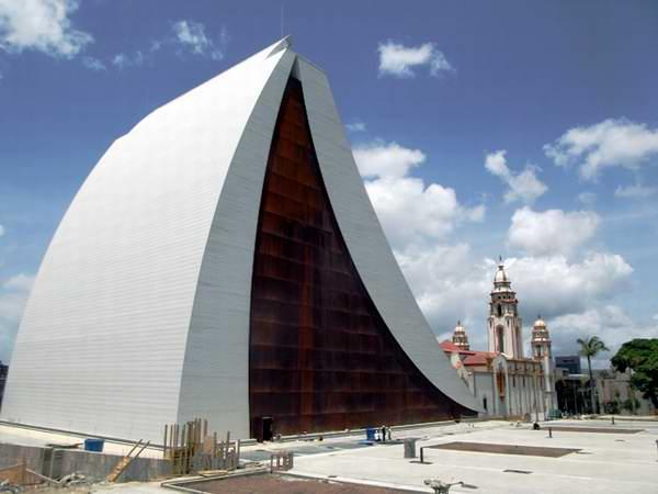 http://www.minci.gob.ve/wp-content/uploads/2012/07/mausoleo-simon-bolivar-venezuela-foto-miozotis-fabelo-2.jpg