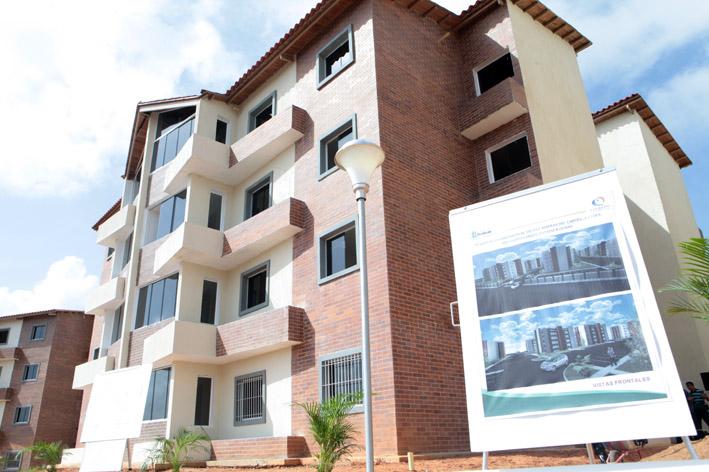 Presidente Chávez Inspecciona Desarrollo Habitacional En