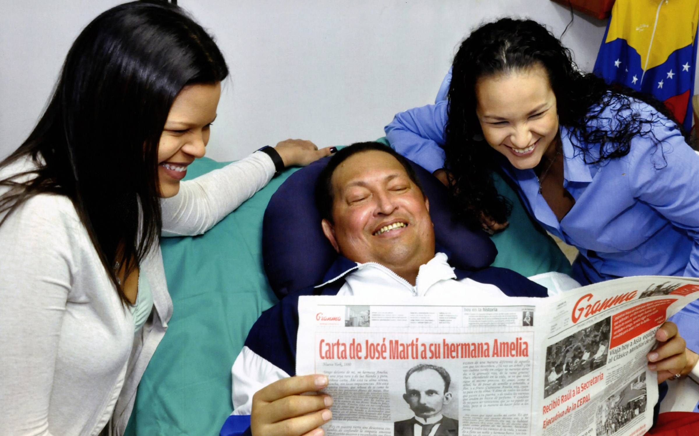 Primera imagenes de Chávez en cuba, esta vivo y sonriente