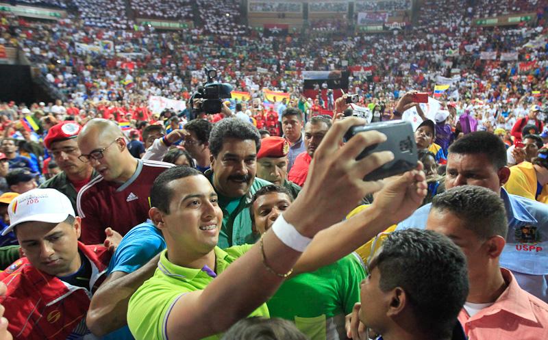 maduro-consejo-presidencial-estudiantes-juventud11