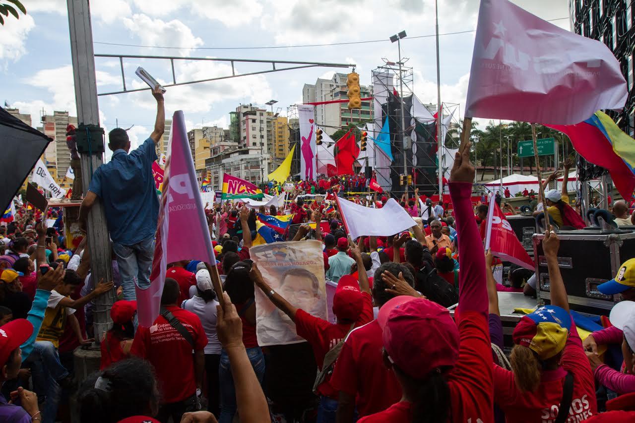 Concentración Anti Golpe en avenida Bolívar  PuebloResteadoEnCaracas ... 976c3fc939b