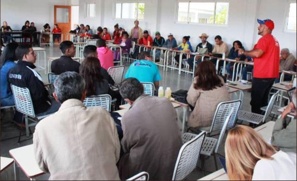 Comunicadores populares participaron en taller de formación