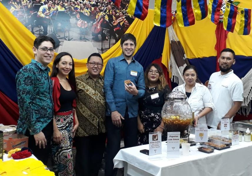 Bazar de Caridad del Club Internacional de Mujeres indonesia