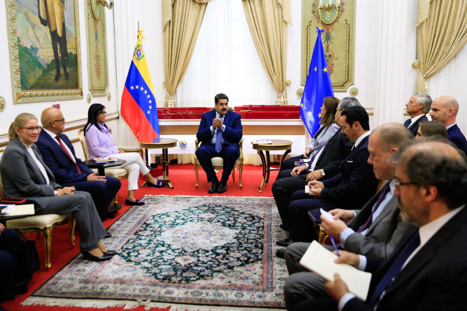 Pdte Nicolás Maduro sostiene encuentro con embajadores de la UE