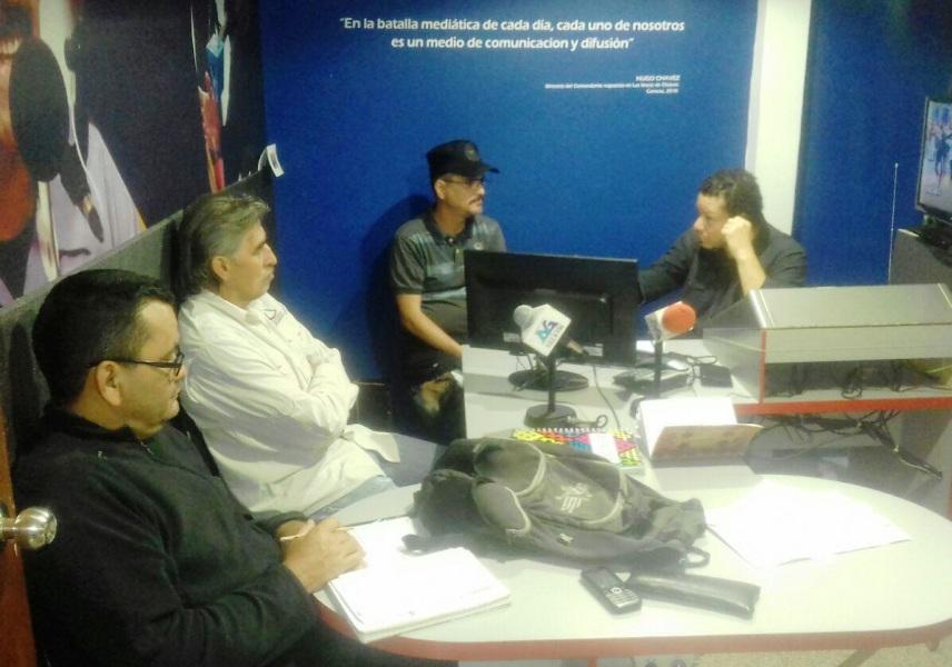 Para direccionar la programación musical de La Voz de Guaicaipuro con criterio descolonizador, el equipo de la radio se reunió en su sede
