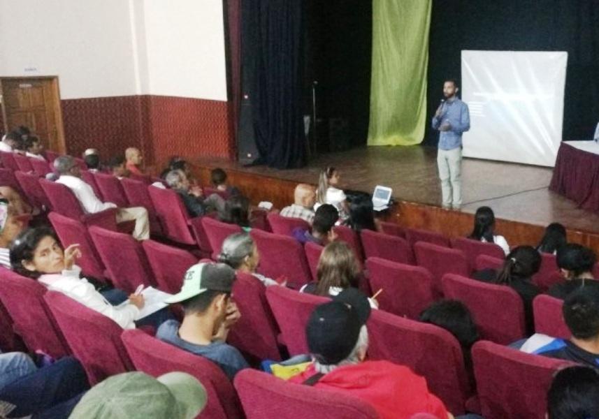 La actividad buscó incluir a las comunidades dentro de las nuevas formas de comunicación que debe adoptar la radio