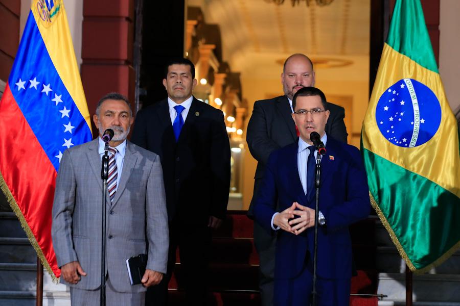 Arreaza: Estamos trabajando en reabrir la frontera con Brasil