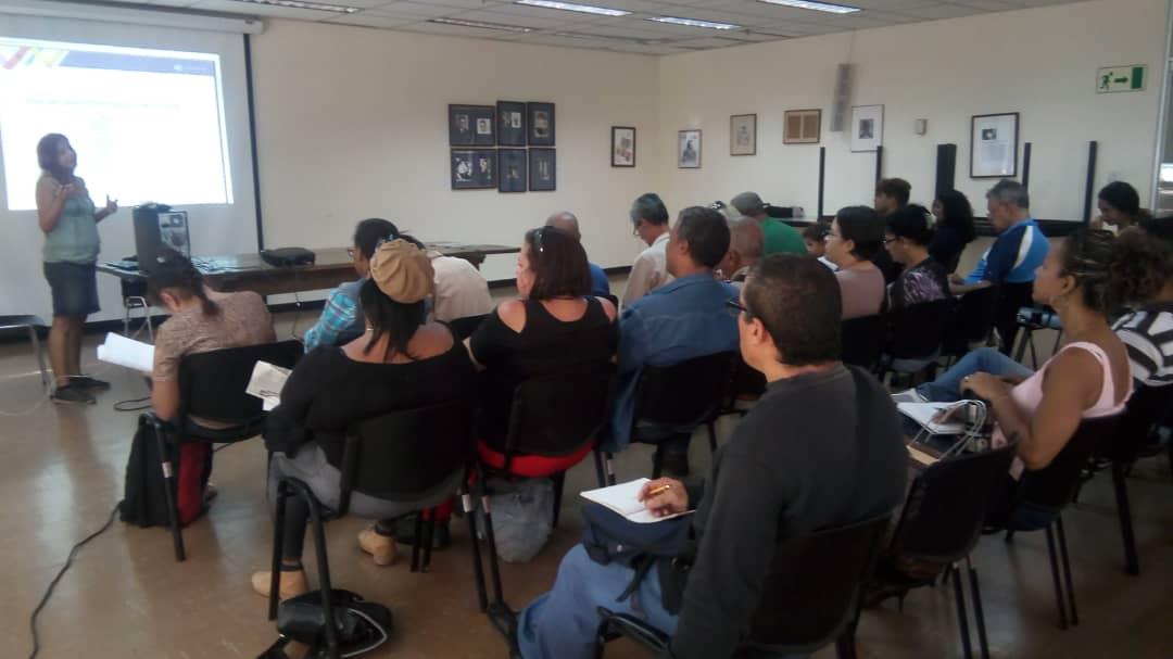 Comunicadores populares de Caracas, Vargas y Miranda se dieron cita este jueves en un taller de redacción para la web 2.0